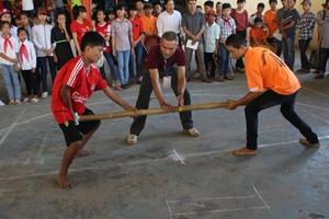 Một trận đấu môn đẩy gậy học sinh THCS tại HKPĐ huyện năm 2014.