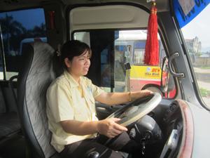 Gần 12 năm trong nghề, Nguyễn Thu Hiền luôn đảm bảo giữ xe tốt, lái xe an toàn.