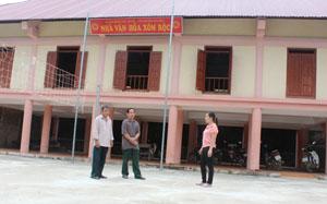 Thực hiện chương trình xây dựng NTM, các gia đình xóm Rộc, xã Nật Sơn (Kim Bôi) đã đóng góp hàng trăm triệu đồng xây dựng nhà văn hóa xóm, làm nơi sinh hoạt cộng đồng cho nhân dân. Ảnh: P.V