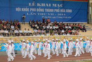 Lễ diễu hành tại Hội khoẻ Phù Đổng thành phố Hoà Bình lần thứ VII - năm 2014.