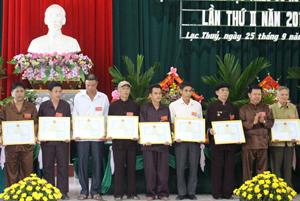 Ông Quách Hải Bằng, Chủ tịch Hội NCT xã Liên Hòa (đứng thứ 3 từ phải sang)  là người có uy tín tiêu biểu trong đồng bào DTTS được UBND huyện tặng giấy khen tại Đại hội Đại biểu các DTTS huyện lần thứ II- năm 2014.