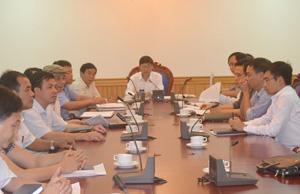 Đồng chí Bùi Văn Cửu, Phó Chủ tịch TT UBND tỉnh chủ trì cuộc họp.