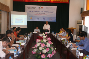 Chủ tịch HĐQT Công ty CP Du lịch An Thịnh Vũ Duy Bổng trả lời các câu hỏi của cơ quan báo chí về Giải dù lượn Việt Nam mở rộng 2014.