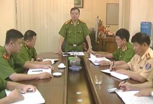 Lãnh đạo Công an huyện Lương Sơn họp bàn triển khai phương án đấu tranh trấn áp tội phạm với cán bộ, chiến sỹ trong đơn vị.