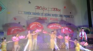 Một tiết mục tuyên truyền về chủ đề xây dựng NTM tại Hội thi tuyên truyền cổ động huyện Cao Phong năm 2014.