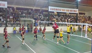 Trận đấu giữ đội nữ VTV Bình Điền Long An - Tiến Nông Thanh Hóa ở vòng bán kết.