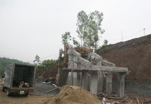 Công ty TNHH Đầu tư thương mại Hoàng Long từng bước đầu tư công nghệ, dây chuyền mới xử lý, tái chế rác thải trên địa bàn huyện Lương Sơn, thành phố Hòa Bình và các vùng lân cận.