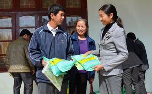 Nhờ phát huy tốt vai trò của cán bộ khuyến nông và thành viên Tổ dịch vụ BVTV, huyện Tân Lạc đã nâng cao hiệu quả quản lý chất lượng vật tư nông nghiệp trên địa bàn các xã, thị trấn.