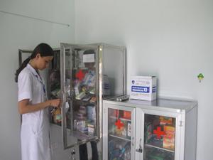 Trạm y tế xã Tu Lý (Đà Bắc) luôn làm tốt công tác khám bệnh, phát thuốc cho người dân có nhu cầu điều trị ngoại trú.