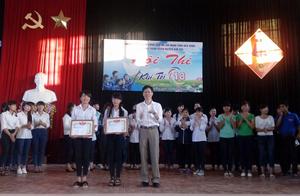 BTC trao giải cho các đội tham gia hội thi.