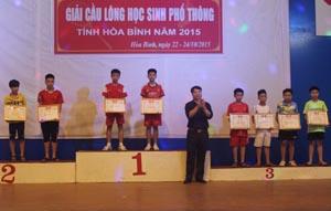 BTC trao giải ở nội dung đôi nam lứa tuổi 12 - 13.
