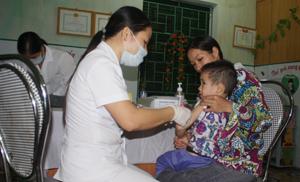 Tiêm phòng cho trẻ là cách tốt nhất để phòng bệnh quai bị.