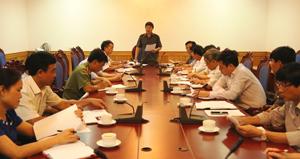 Đồng chí Bùi Văn Cửu, Phó Chủ tịch TT UBND tỉnh phát biểu kết luận cuộc họp.