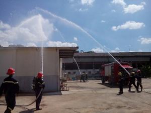 Lực lượng Cảnh sát Phòng cháy, chữa cháy và cứu nạn, cứu hộ phối hợp thực tập phương án chữa cháy tại Công ty TNHH Sankoh Việt Nam.