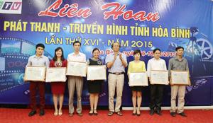 Ban tổ chức Liên hoan trao giải A cho các tác giả, tác phẩm đạt giải.
