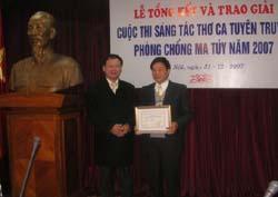 Trao thưởng cho tác giả Lê Va