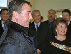 Tổng thống Nga Dmitry Medvedev trong chuyến thăm đảo Kunashiri hôm 1-11
