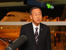 Tổng Thư ký Liên Hiệp Quốc Ban Ki-moon phát biểu ngay sau khi đến sân bay ở Seoul ngày 10-11.