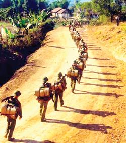 Bộ đội hành quân