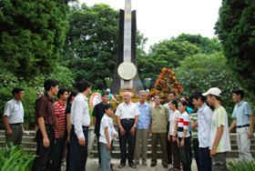 Các đoàn thể, các thế hệ của huyện Kỳ Sơn luôn ôn lại và ghi nhớ những truyền thống quý báu cha ông.