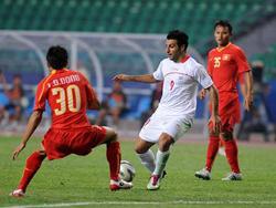 HLV Calisto yêu cầu Đình Đồng và các hậu vệ Olympic VN  chơi tập trung như trận gặp Olympic Iran