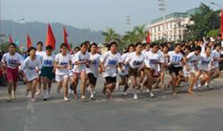 Các VĐV nữ trên đường đua