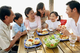 Hạnh phúc bên mâm cơm gia đình