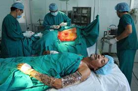 Nhờ có hai người anh cho da, bệnh nhân D. may mắn được cứu sống bằng phương pháp ghép da đồng loại
