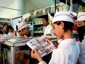 Cần phải dạy cho trẻ kỹ năng đọc sách ngay từ khi còn trên ghế nhà trường.