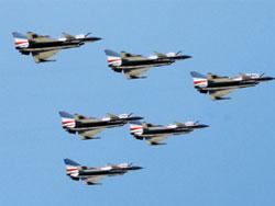 Chiến đấu cơ J-10 của Trung Quốc biểu diễn tại triển lãm hàng không ở Chu Hải.