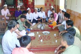 Người cao tuổi ở xã hưng Thi (huyện Lạc Thuỷ) luôn đi đầu trong giáo dục, quản lý con em