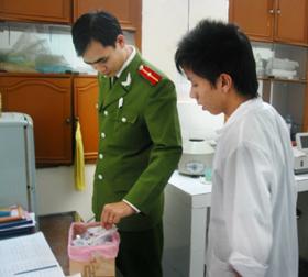 Kiểm tra và xử lý rác thải, chất thải tại phòng khám Nhân Đức (P. Đồng Tiến- TP. Hòa Bình)