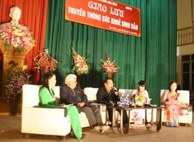 Các đại biểu, đại diện Sở GD-ĐT, Y tế , Tỉnh Đoàn thanh niên tham gia đêm giao lưu