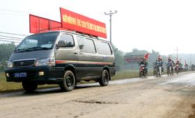 Lực lượng thanh niên xã Vũ Lâm ( Lạc Sơn)diễu hành tuyên truyền phòng - chống HIV/AIDS.