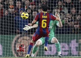 Xavi đưa Barcelona vượt lên dẫn trước từ khá sớm