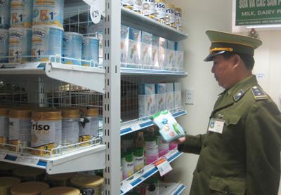 Đội quản lý thị trường số 1 - thành phố Hòa Bình thường xuyên tiến hành kiểm tra việc kinh doanh thực phẩm chức năng trên địa bàn thành phố