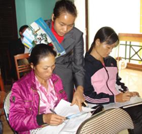 Hội phụ nữ xã Lũng Vân (huyện  Tân lạc) tuyên truyền, tư vấn về phòng - chống bạo lực gia đình
