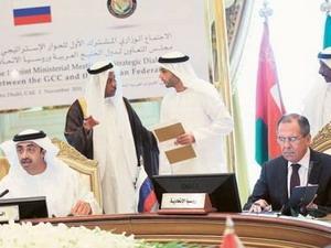 Ông Lavrov (bìa phải) trong phiên họp với GCC (Nguồn: gulfnews)
