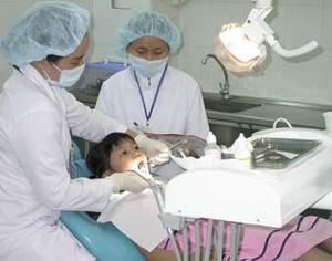 Khám răng định kỳ cho trẻ .