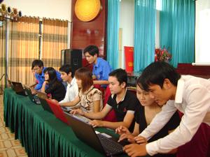 ĐVTN trường trung cấp KT – KT bầu chọn cho vịnh Hạ Long thông qua mạng Internet