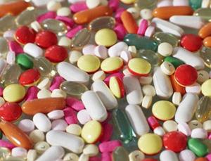 Thuốc không nguồn gốc vẫn bán tràn lan trên thị trường.