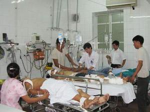 Cấp cứu tai nạn giao thông tại Bệnh viện Việt Đức.Ảnh: PV