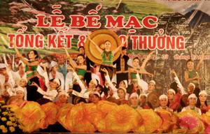 Đoàn nghệ thuật các dân tộc tỉnh biểu diễn tại Lễ bế mạc kỷ niệm 125 năm thành lập tỉnh và 20 năm ngày tái lập tỉnh.