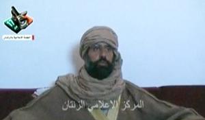 Saif al-Islam Gadhafi trong cuộc trả lời phỏng vấn với một nhóm phóng viên.