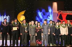 Hội đồng ghép tim BV Trung ương Huế nhận Giải thưởng.