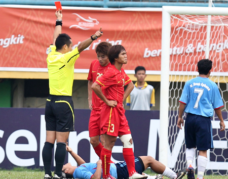 Người hâm mộ đang chờ VFF làm rõ chiến thắng chật vật trước U23 Lào - Ảnh: Thục Linh