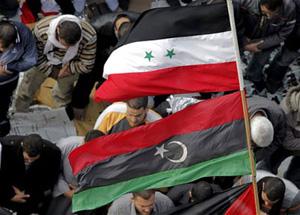 Cờ của Libya và Syria ở quảng trường Tahrir, Cairo, Ai Cập.