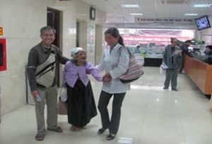 Niềm vui của người nhà và bệnh nhân sau khi phẫu thuật