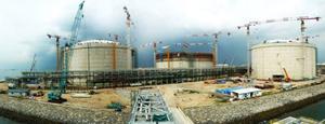 Singapore đang khẩn trương thi công cảng khí hóa lỏng đa năng đầu tiên trên thế giới - Ảnh: SLNG