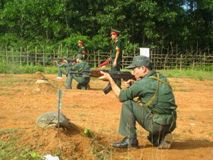 LLVT tỉnh không ngừng nâng cao chất lượng công tác huấn luyện SSCĐ (Ảnh: LLVT thực hành bắn đạn thật nội dung AK bài 1).